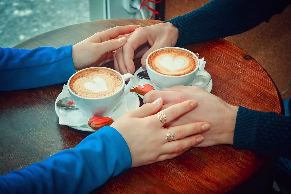 двое пьют кофе картинка протяжении всей истории