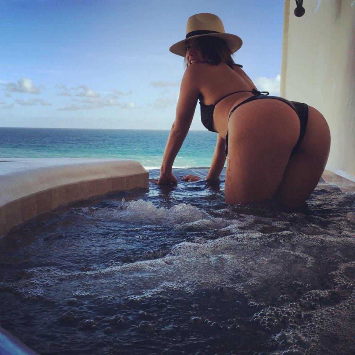 Fine rich girls ass