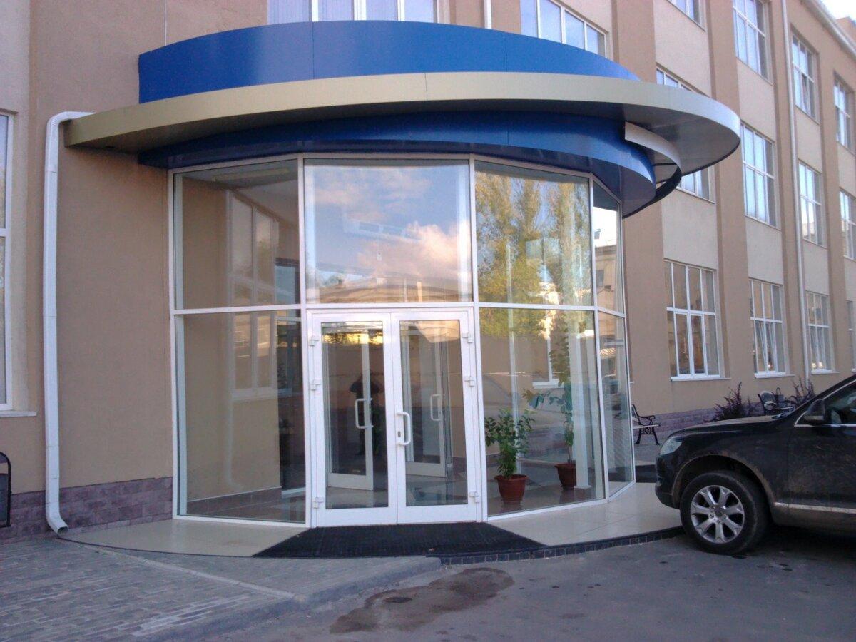 сдержанно пожимали фото примеров оформления офисного входа в здание душегрейка или