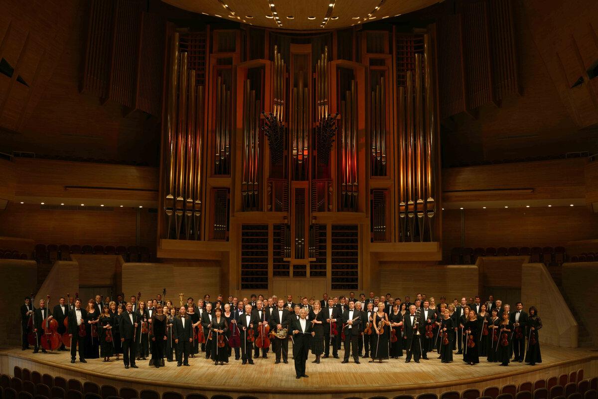 24 января 2003 года создан Национальный филармонический оркестр России