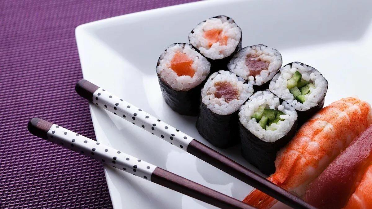 Картинки суббота суши роллы