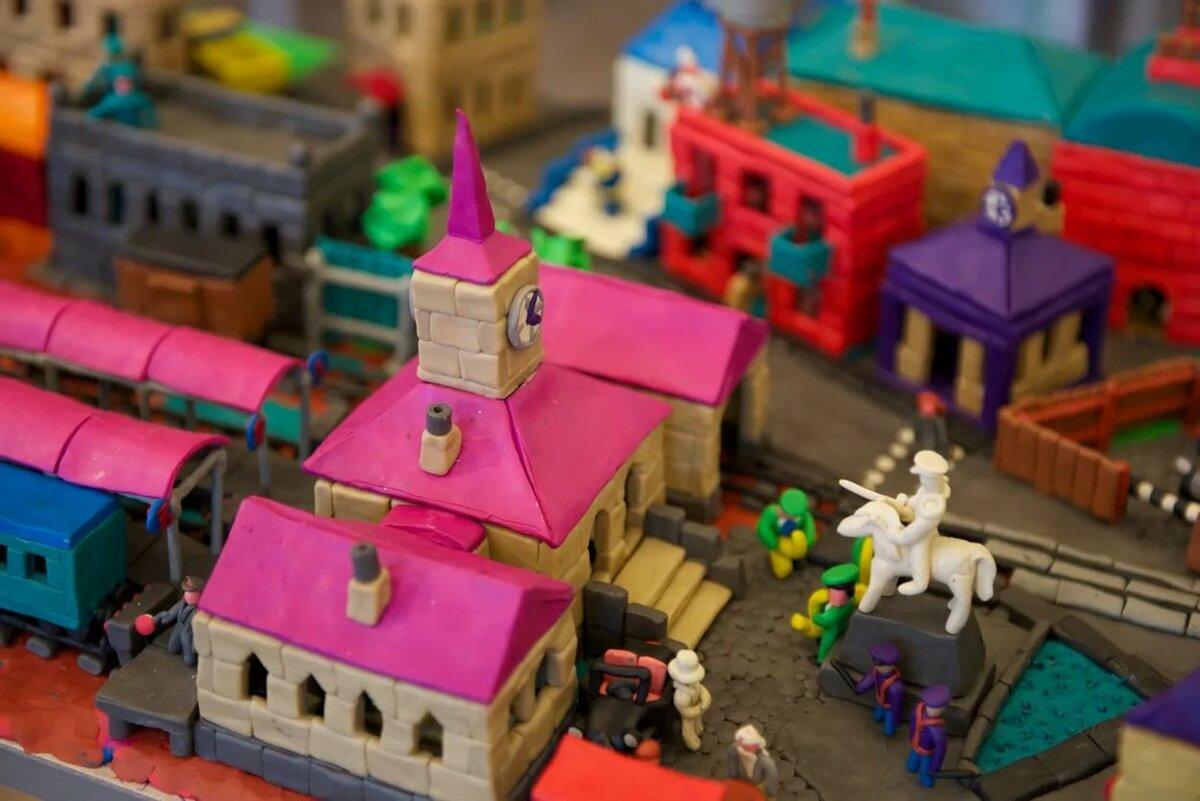 Картинка город из пластилина
