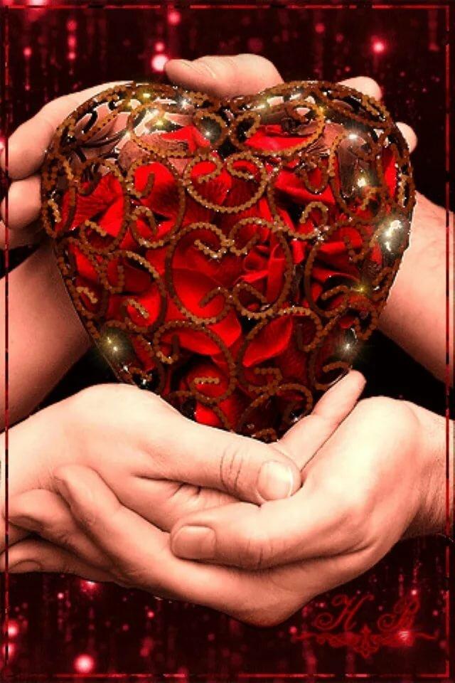 гифы сердца в руках