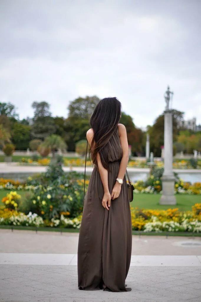 Картинки девушки в длинных платьях со спины