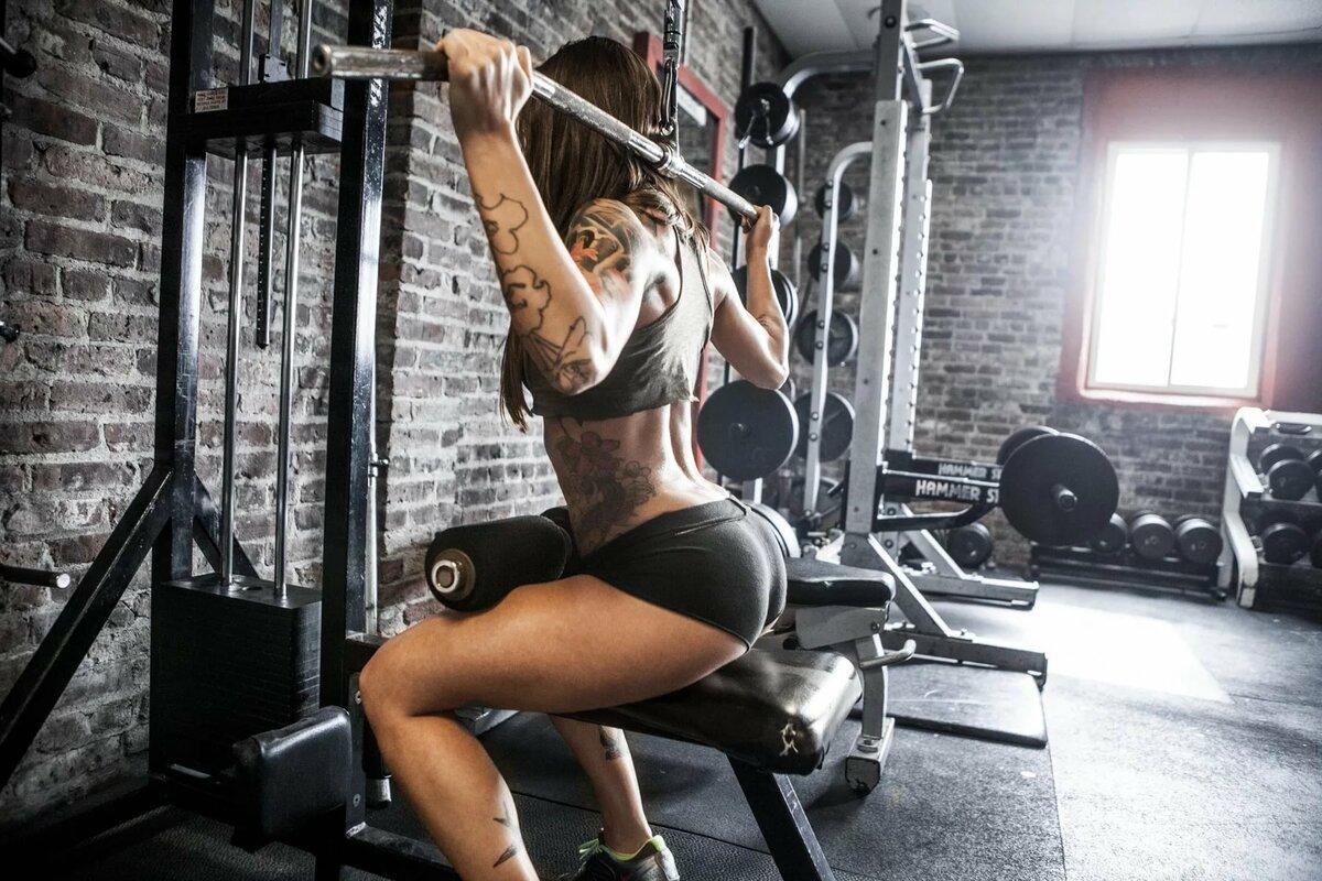 Девушки в спортивном зале мотивация
