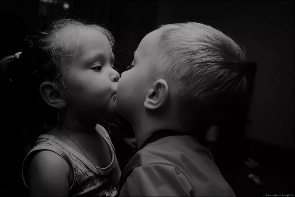 Картинки детей поцелуйчик
