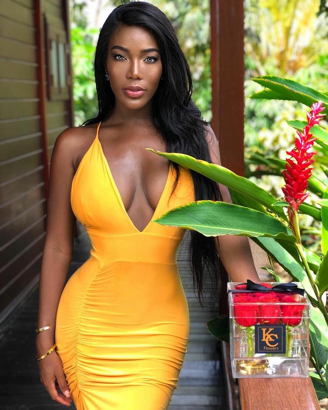 ebony-thumbnail-gallery-post-wife-house-xxx