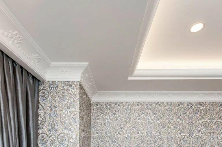 потолки с широкими плинтусами фото бесплатно широкоформатные