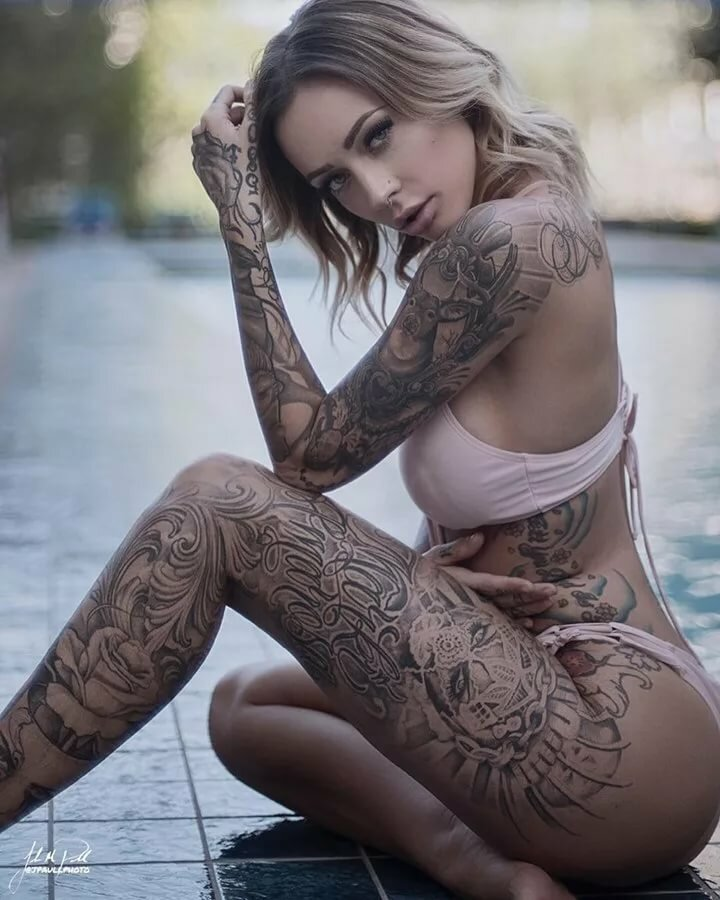 Tattoo in the nude