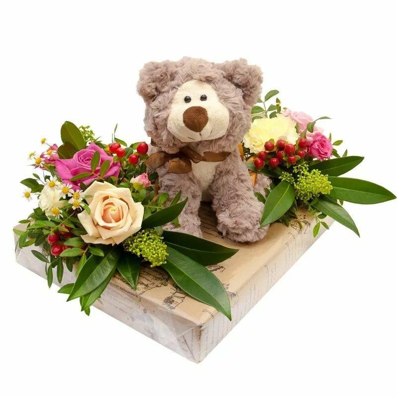 картинка с букетом роз и с игрушками