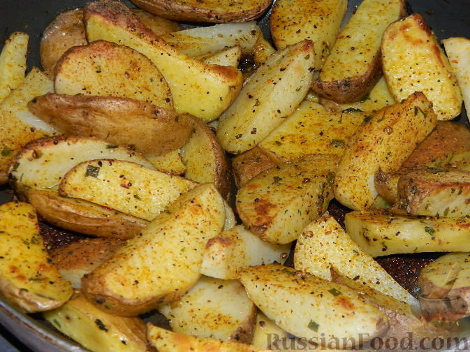 Печеный картофель в духовке дольками