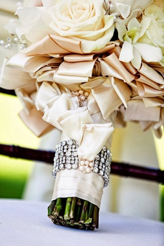 Оформление букета свадебного