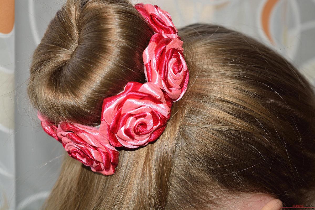 своими волос с лента руками цветами для