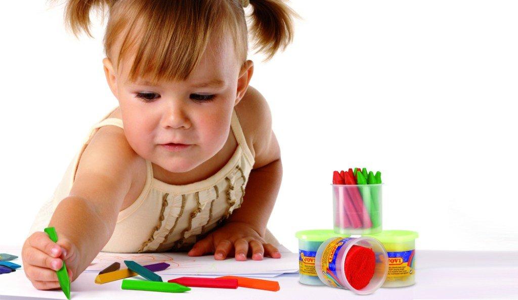 Картинки маленькие дети рисуют