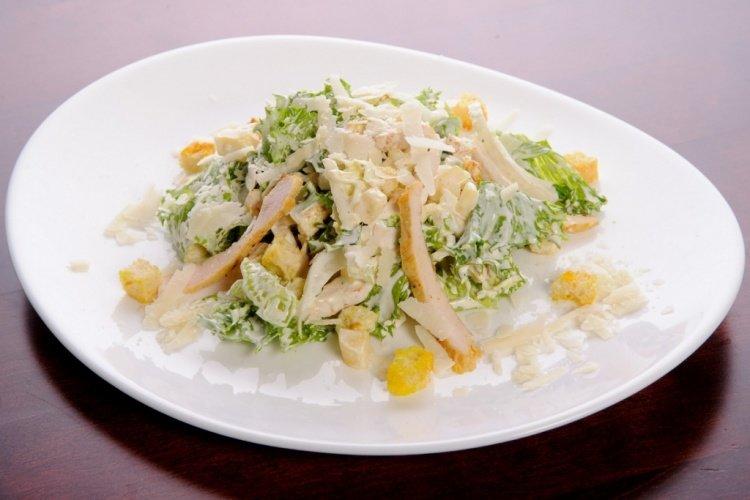 салат с пекинской капустой и сыром и курицей