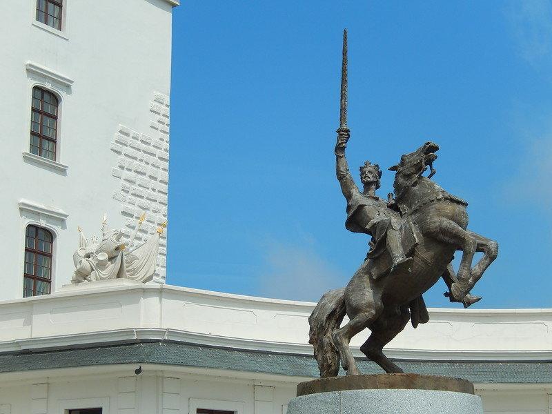 Памятник Велико-моравскому князю Святополку I
