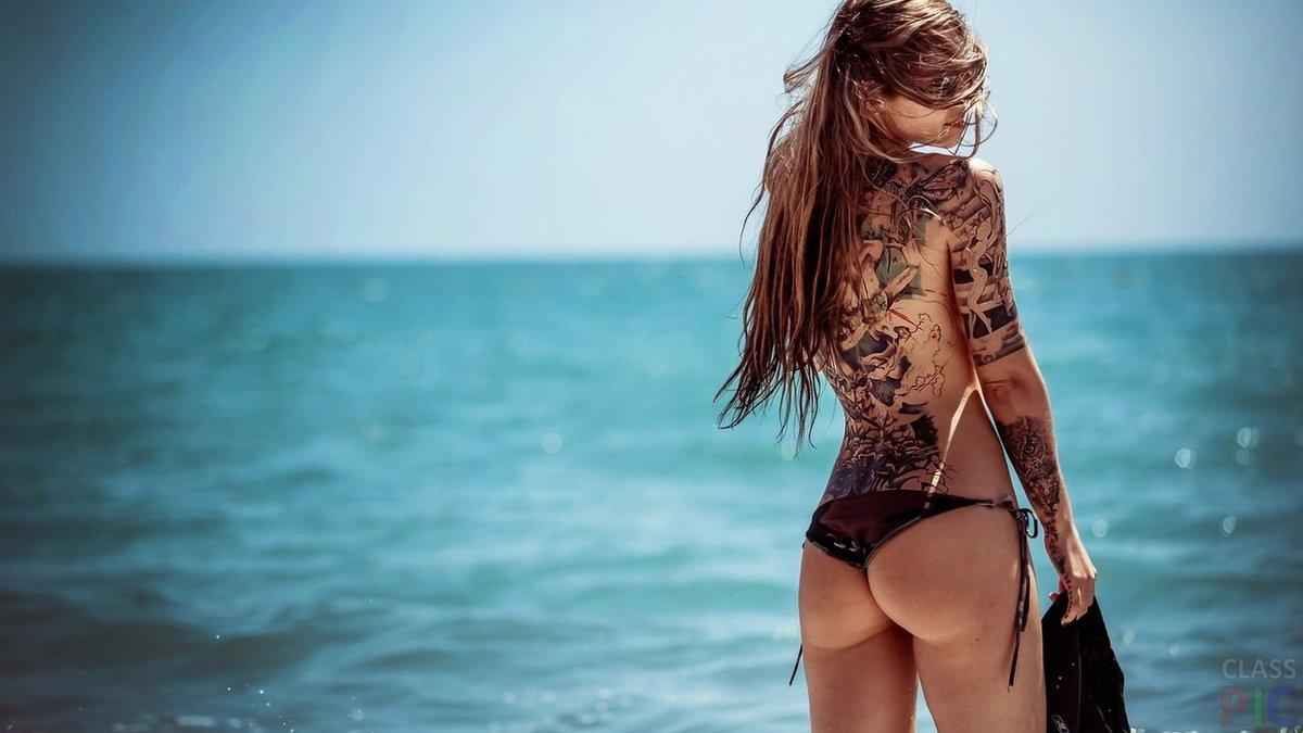 девушки на пляже частные фото с тату таком ракурсе