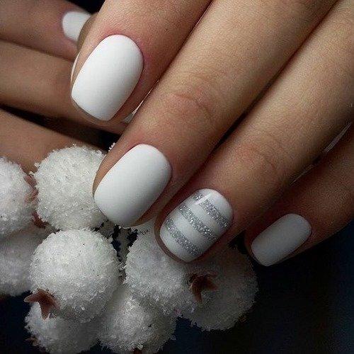 Однотонные короткие модные ногти фото