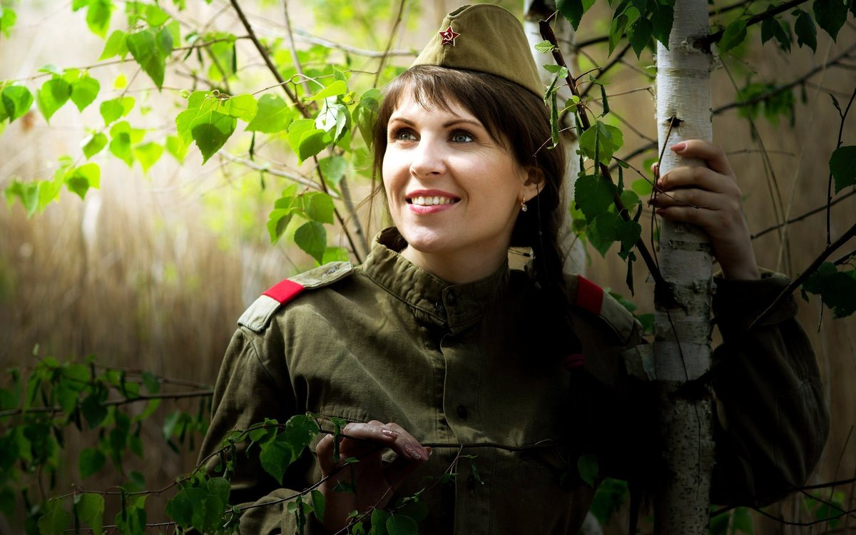 Фотосет девушки в военной форме — photo 9