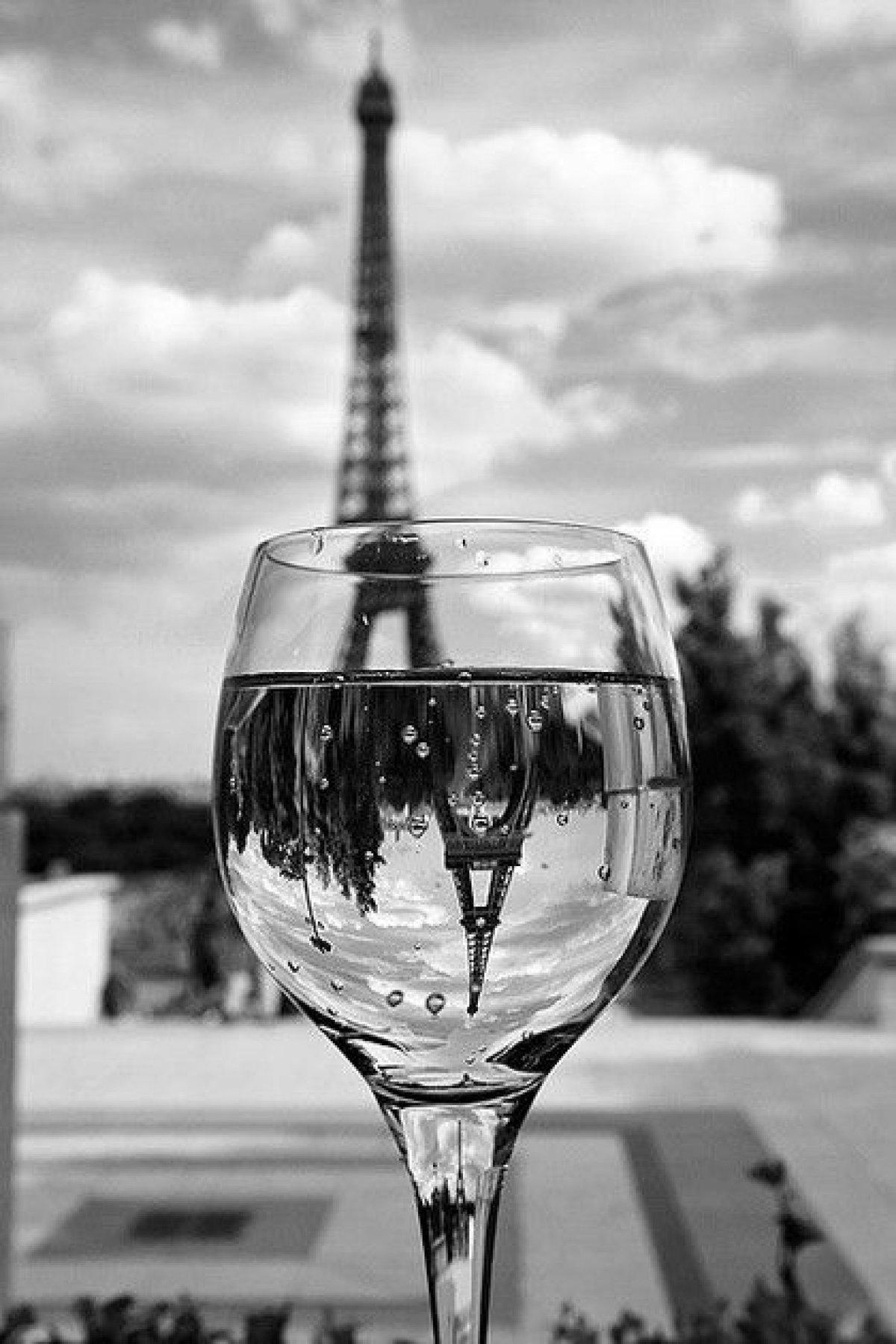 Бокал с изображением парижа