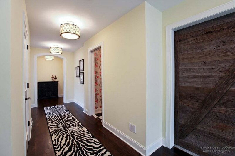Рисунок зебра в интерьере коридора