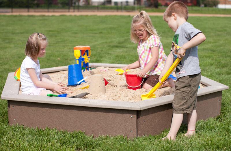 Картинки где дети играют в песок