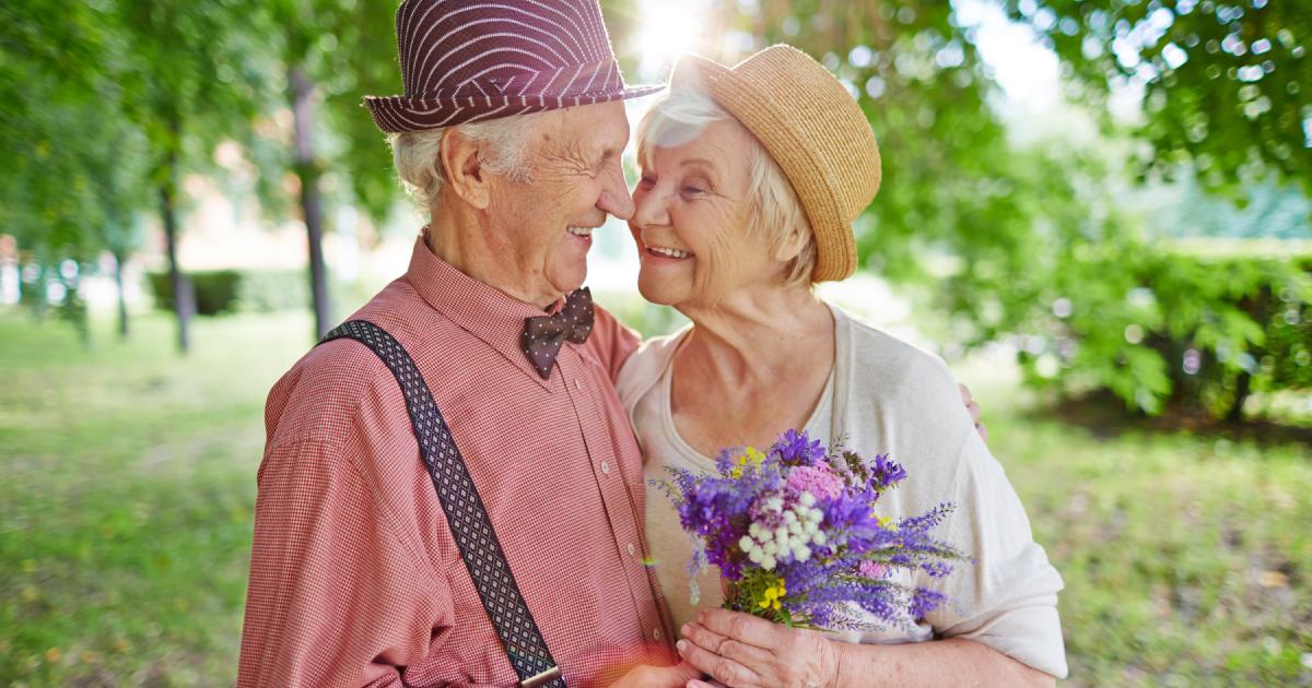 Смешные картинки старых людей гифы рассуждений