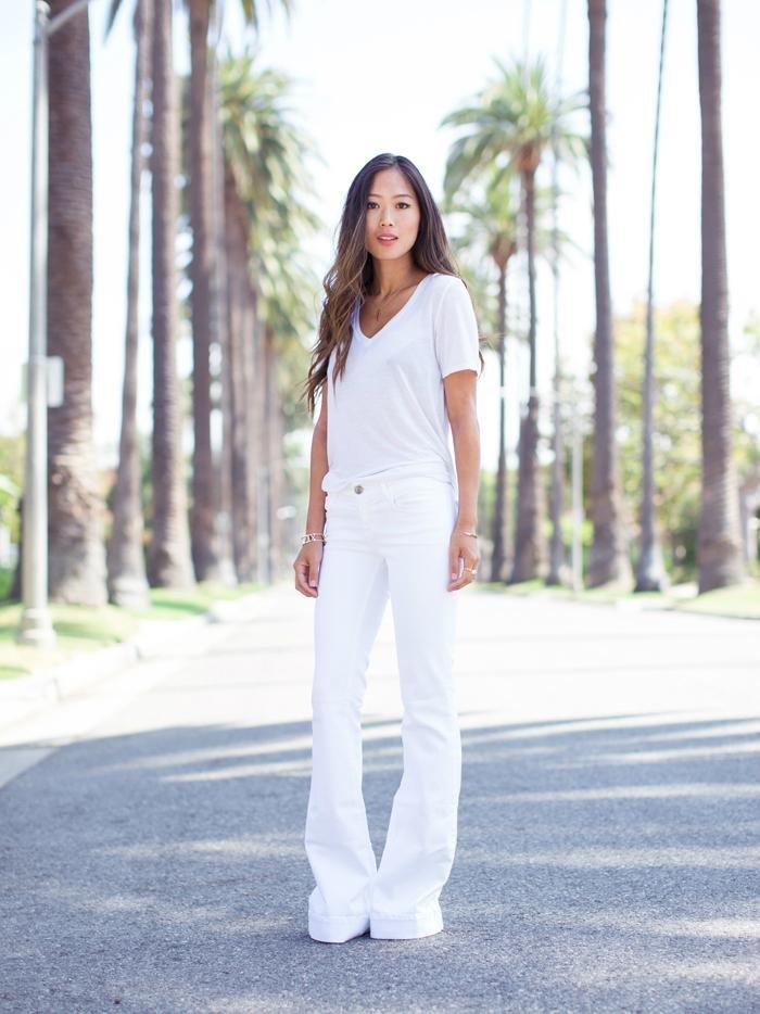 женские белые джинсы клеш
