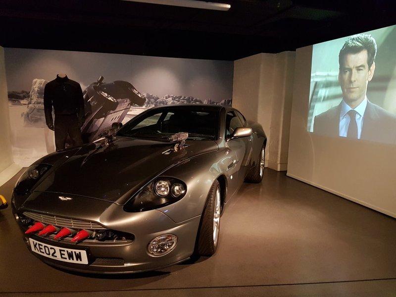 The London Film Museum - Covent Garden, Лондон. Музей Кино в Лондоне. Выставка сделана очень необычно: возле каждого экспоната транслируются отрывки из легендарных фильмов, в которых фигурирует тот или иной автомобиль. Все экспонаты действующие и находятся в частных коллекциях.