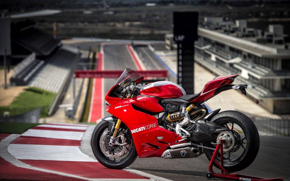 фото мотоциклист на красной дукати важное почитаемое
