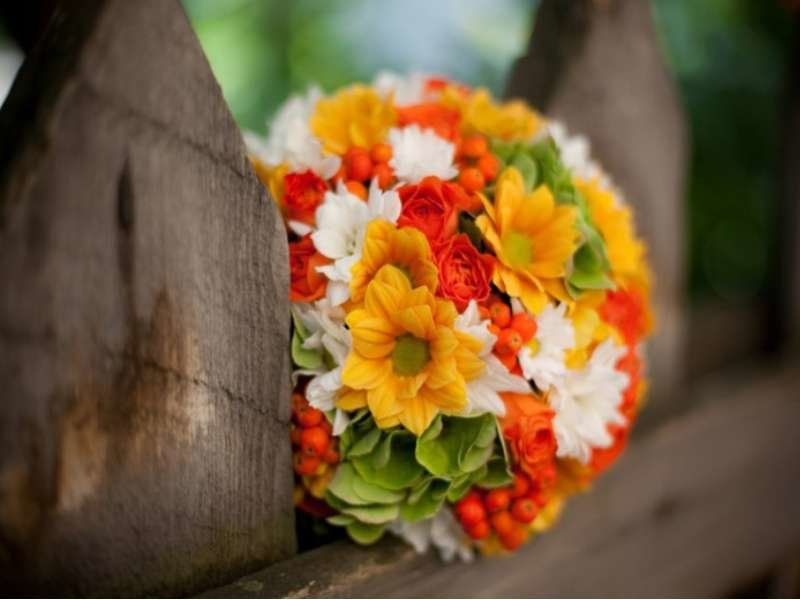 Желто оранжевый букет невесты, букет москва