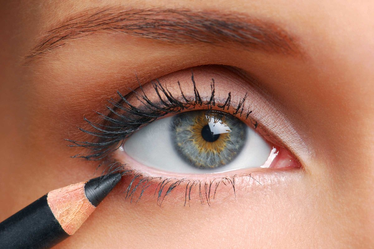 ... Makeup Tips to Know by Age 40 | Reader's Digest Stop applying eyeliner to your lower