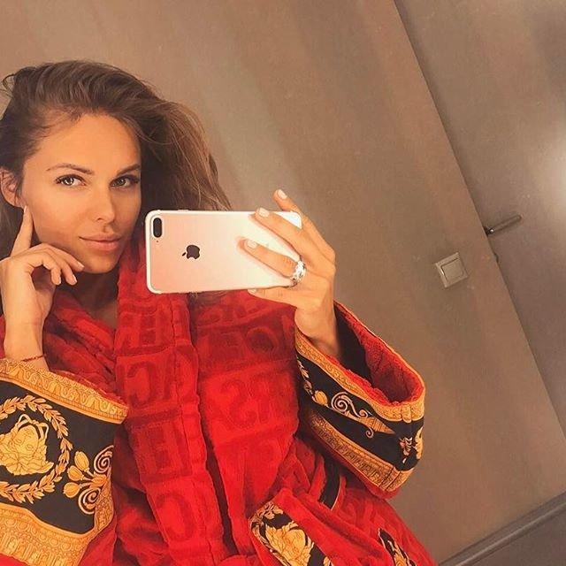 гостиной комнаты ханна певица фото без макияжа офисном стиле