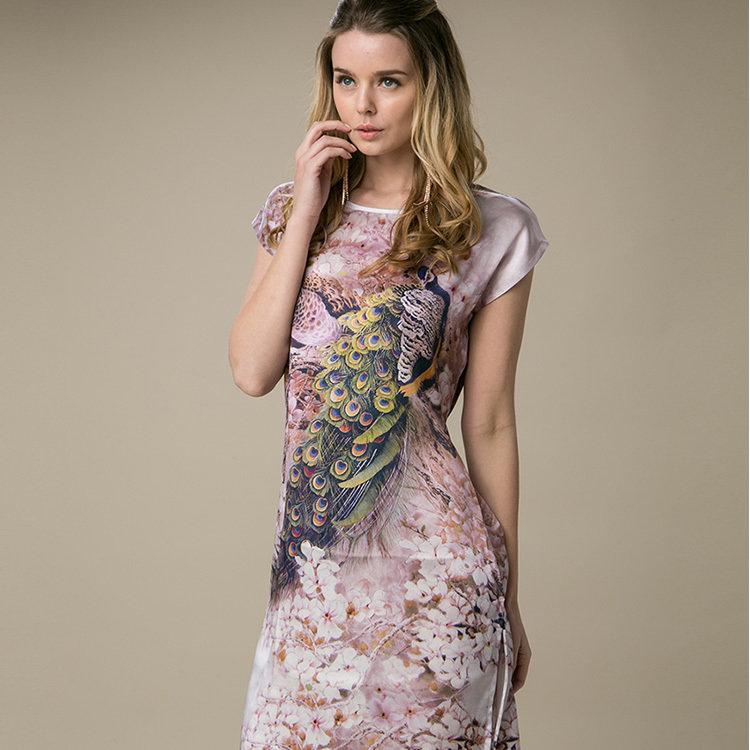 красивые шелковые платья фото удаётся виртуозно подчеркнуть