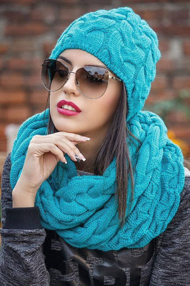 шарф-хомут широкими косами.