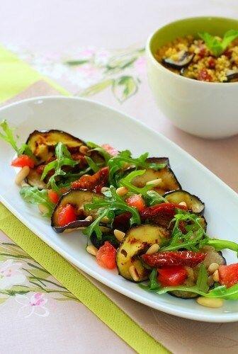 Подробное пошаговое описание как готовится блюдо Итальянский салат из баклажанов на гриле и томатов. Попробуйте обязательноПодробное пошаговое описание как готовится блюдо Итальянский салат