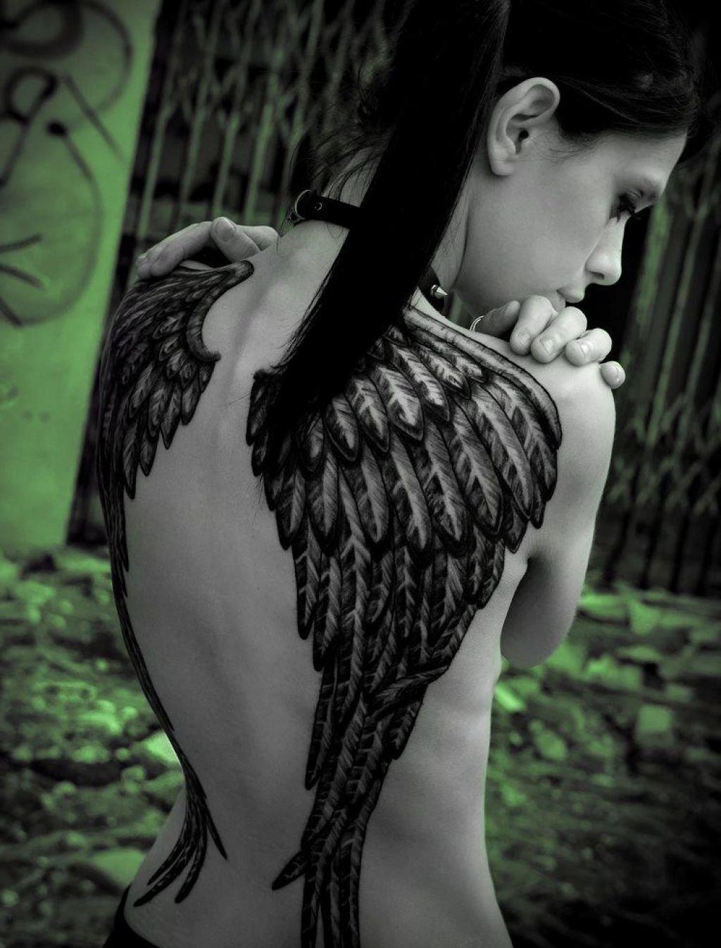 Картинки девушек с татуировкой крылья