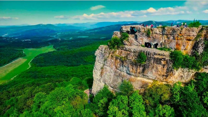 Живое напоминание о давно ушедшем Средневековье: крепость Мангуп-Кале.