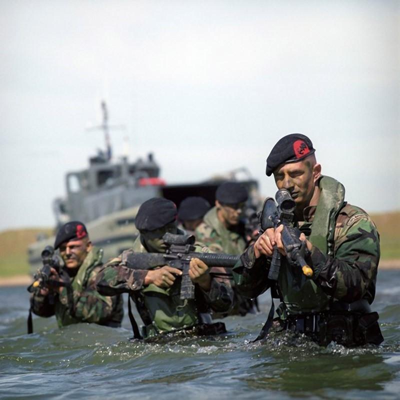 Жена, картинка с морской пехотой