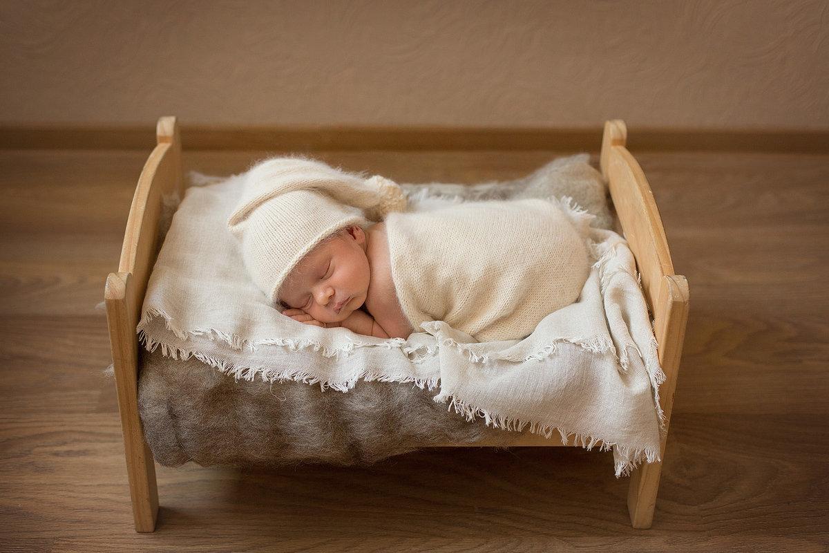 Картинки новорожденных в кроватке