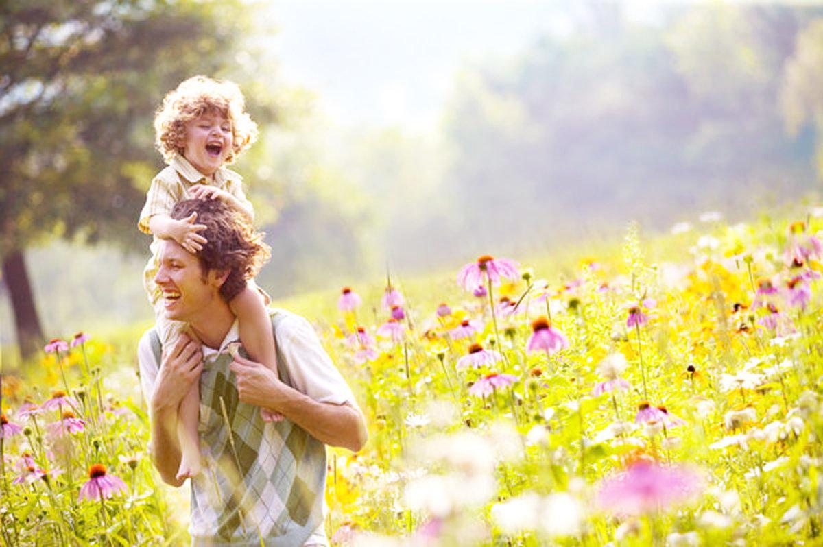 Международный день отца 20 июня — поздравительные открытки, проза, стихи про отцов
