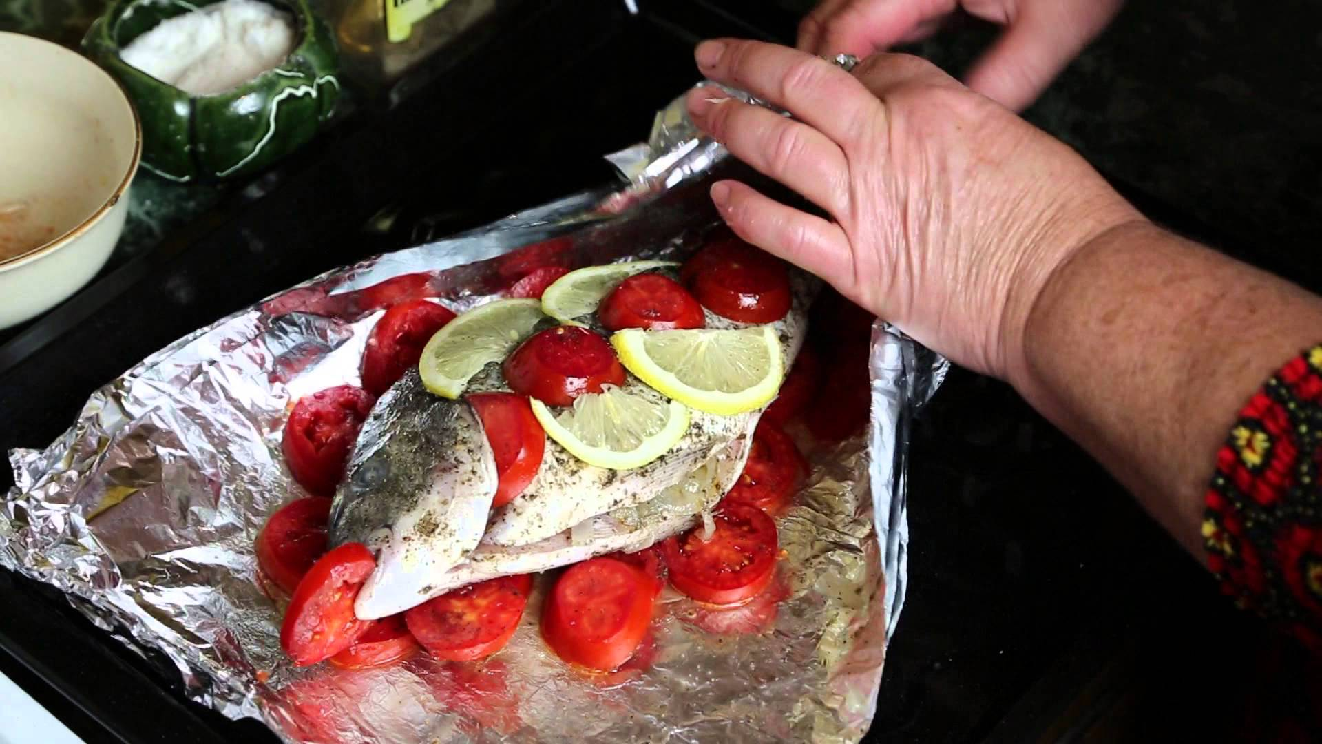 рыба сколько готовится в духовке