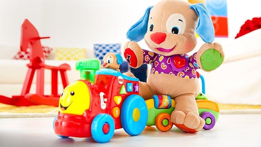 Детские игрушки. Паровозик катает собачку