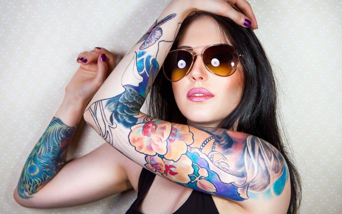 youngleaf-tattoo-girls-fast-hand-job