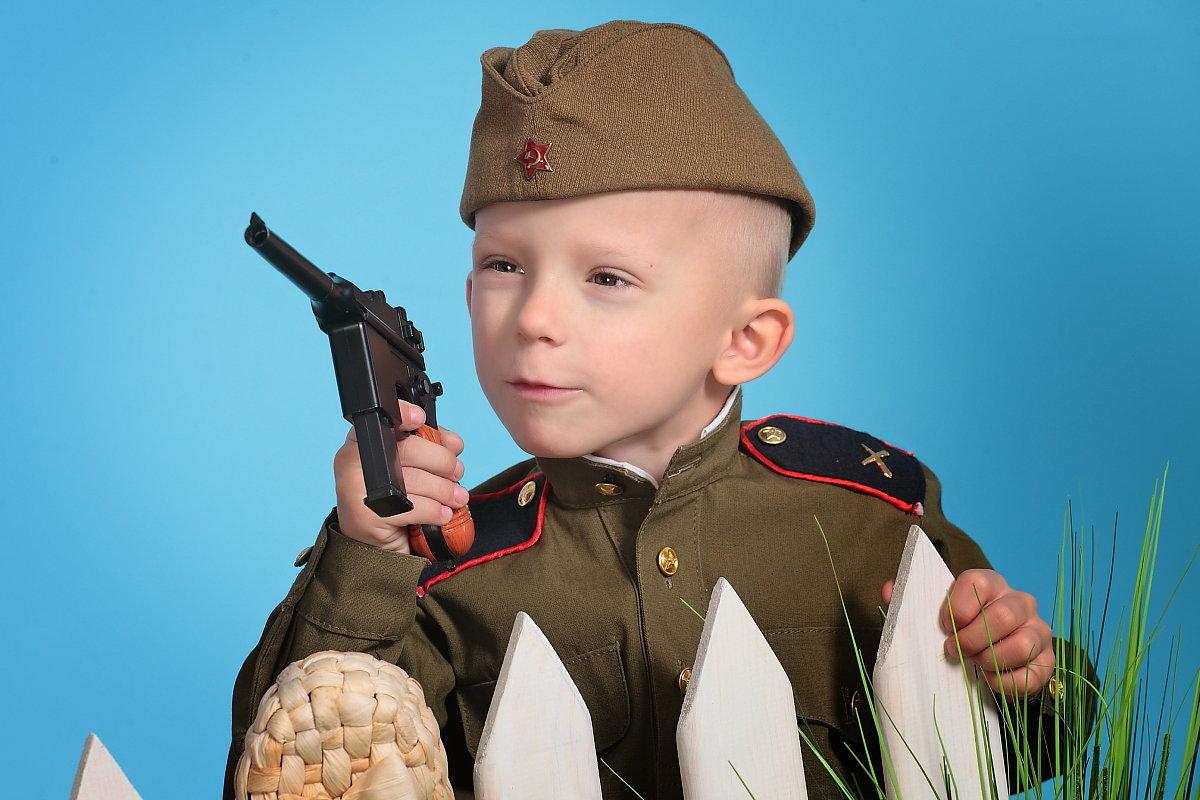 Дети в костюмах военных картинки