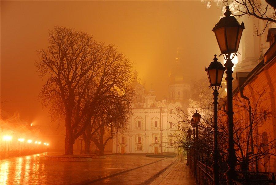 фото вечерний туман в городе фото