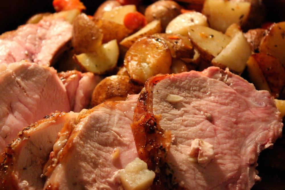 Как запечь мясо свинины в духовке в фольге чтобы оно было