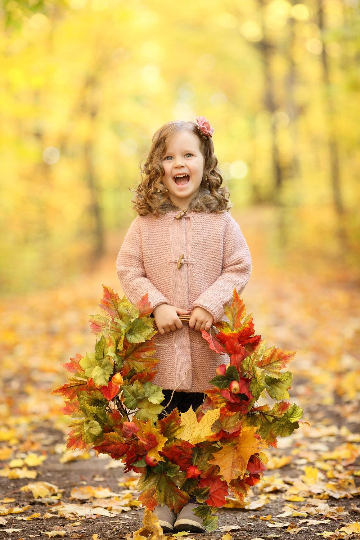 Осенние картинки с детьми красивые