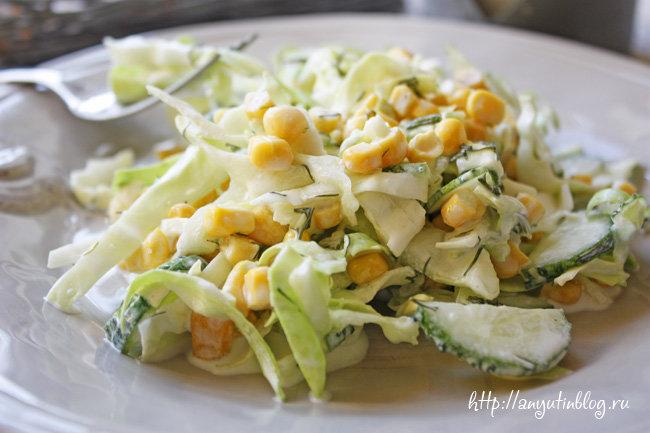 салат с крабовыми палочками и кукурузой рецепт с огурцом и капустой