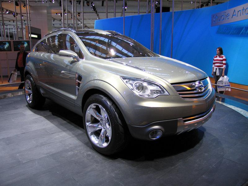 Opel Antara. Серийный образец Opel Antara дебютировал на Парижском моторшоу в 2006 году.